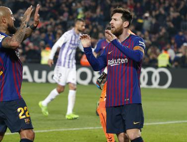 Gelandang Barcelona, Lionel Messi, merayakan gol yang dicetaknya ke gawang Valladolid. (AFP/Pau Barrena)