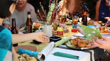 Ilustrasi Makan Bersama