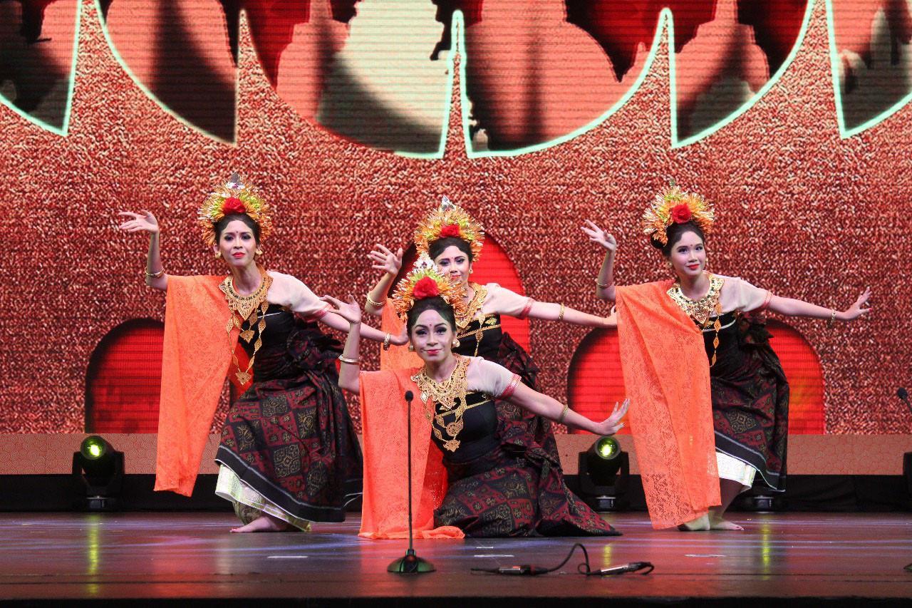 Pagelaran Budaya Awali Pertemuan Tingkat Tinggi RI dan China (Joint Cultural Performance RI-RRC Event)