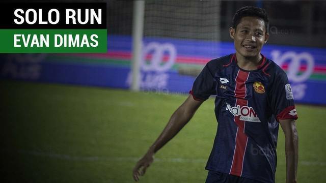 Evan Dimas mengantarkan Selangor FA taklukkan PKNS FC 2-1 berkat gol solo runnya.