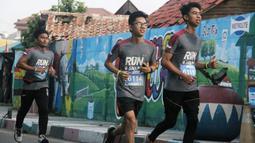 Peserta fun run saat mengikuti event lari bertajuk 'Run and Snap in Tangerang 5k' di Tangerang, Minggu (8/3/2020). Novotel Tangerang gelar event lari yang diikuti ratusan peserta. (Dokumentasi)