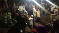 Pemakaman ketiga jenazah anak dari Evy Suliastin Agustin. Foto: (Dian Kurniawan/Liputan6.com)