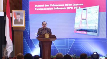 Gubernur BI Agus D.W. Martowardojo saat meluncurkan buku Laporan Perekonomian tahun 2016 di Gedung BI, Jakarta, Kamis (27/4). (Liputan6.com/Angga Yuniar)