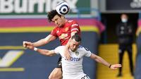 Barisan pertahanan Manchester United yang dikomandoi oleh Harry Maguire pun tampil apik dengan membendung serangan yang dilakukan oleh Leeds United. (Foto: AFP/Pool/Peter Powell)