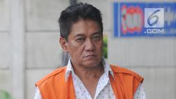 Hakim Pengadilan Negeri Jakarta Selatan, Irwan tiba untuk pemeriksaan di Gedung KPK, Jakarta, Jumat (14/12). Irwan  menjalani pemeriksaan perdana sebagai tersangka kasus dugaan suap penanganan perkara perdata di PN Jaksel. (Merdeka.com/Dwi Narwoko)