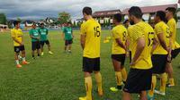 Sriwijaya FC saat sesi latihan di Padang. (Bola.com/Riskha Prasetya)