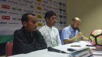 Pelatih Semen Padang, Nil Maizar (tengah) (Liputan6.com / Kukuh Saokani)