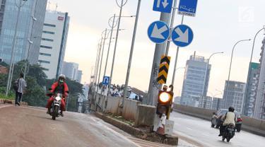 Minim Pengawasan, Pemotor Lawan Arus di Akses Persimpangan Antasari - TB Simatupang