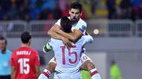 Striker Spanyol, Nolito, merayakan gol yang dicetaknya ke gawang Albania. Sementara bagi Spanyol kemenangan ini membuat mereka kian mantap memuncaki pimpinan klasemen. (AFP/Andrej Isakovic)