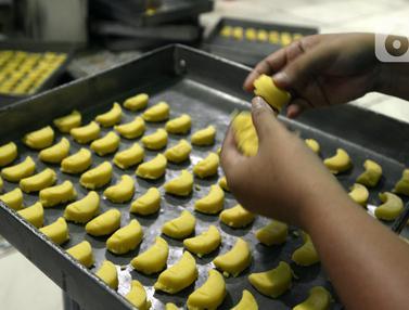 FOTO: Mengintip Dapur Pembuatan Aneka Kue Kering