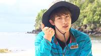 Selain mempunyai wajah yang tampan, Jin BTS juga punya sorot mata yang menyejukkan hati. (Foto: Soompi.com)
