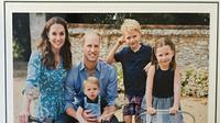 Kartu Ucapan Natal Keluarga Pangeran William.(Dok. Instagram @benjamin_wareing /https://www.instagram.com/p/B6O6fw_HXqG//Tri Ayu Lutfiani)