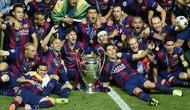 Para pemain Barcelona merayakan kemenangan mereka di laga final Liga Champions 2014-2015 di Olympiastadion, Berlin, Minggu (7/6/2015). Barcelona kandaskan Juventus dengan skor 3-1. (AFP Photo/Lluis Gene)
