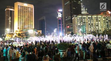 Warga Padati Car Free Night Jakarta pada Malam Tahun Baru
