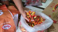 Harga cabai rawit merah di Depok melonjak saat musim hujan. (Liputan6.com/Dicky Agung Prihanto)