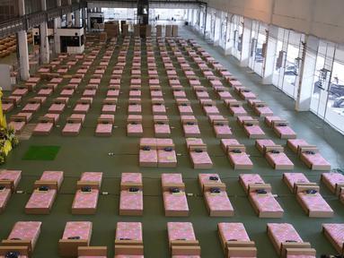 Pemandangan rumah sakit lapangan dalam gedung kargo di Bandara Internasional Don Mueang, Bangkok, Thailand, Kamis (29/7/2021). Otoritas kesehatan Thailand mendirikan rumah sakit lapangan menyusul peningkatan kasus COVID-19. (AP Photo/Sakchai Lalit)