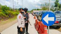 Pos penyekatan larangan mudik lebaran di perbatasan Riau-Sumatra Barat. (Liputan6.com/M Syukur)