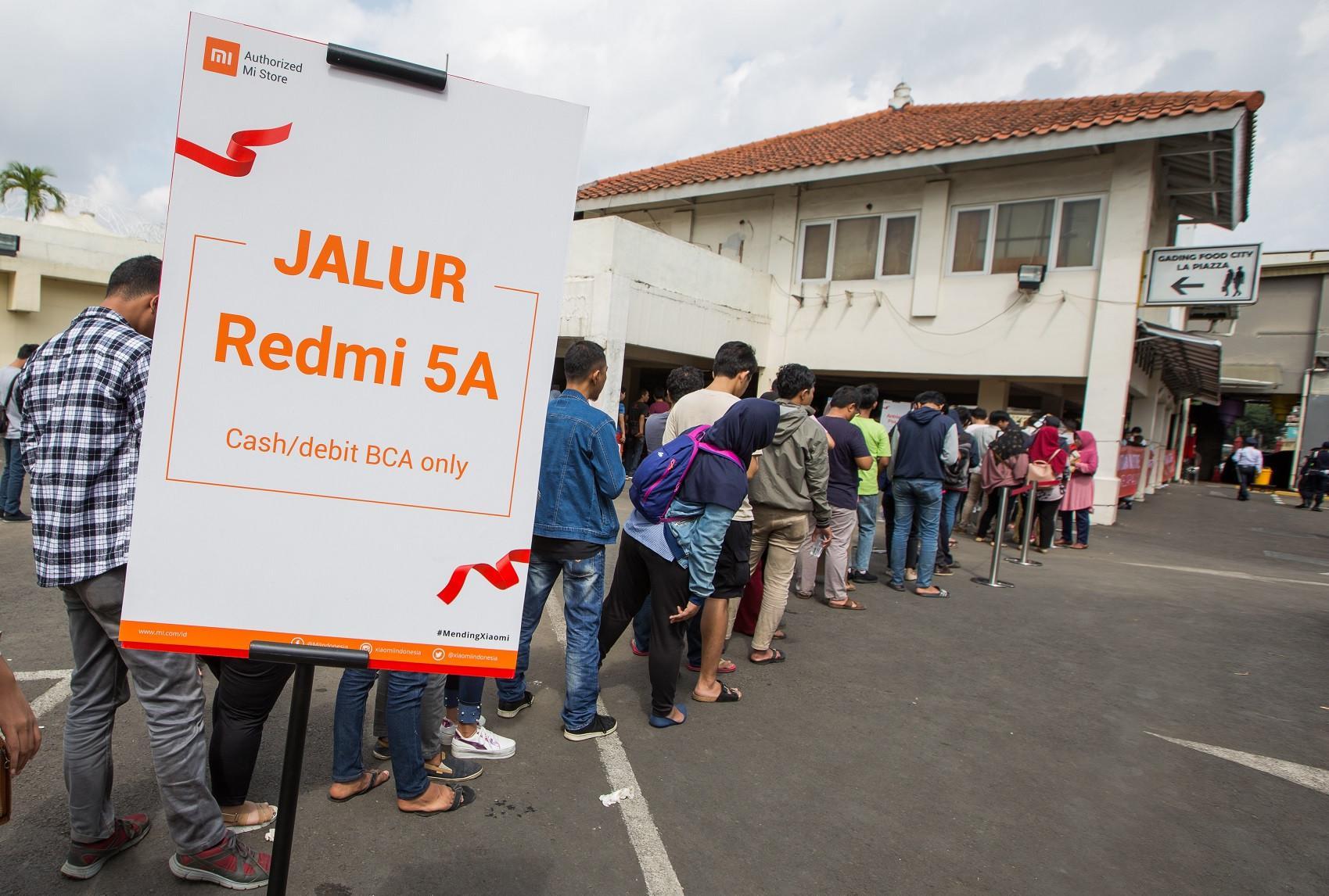 Ratusan Mi Fans mengantre dari pagi sebelum toko buka untuk bisa masuk ke Mi Store Mal Kelapa Gading 1. (Foto: Dok Xiaomi Indonesia)