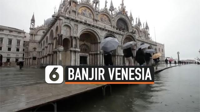 Hujan lebat turun di sebagian wilayah Italia. Akibatnya sebagian daerah termask Venesia terendam banjir lebih dari 1 meter.