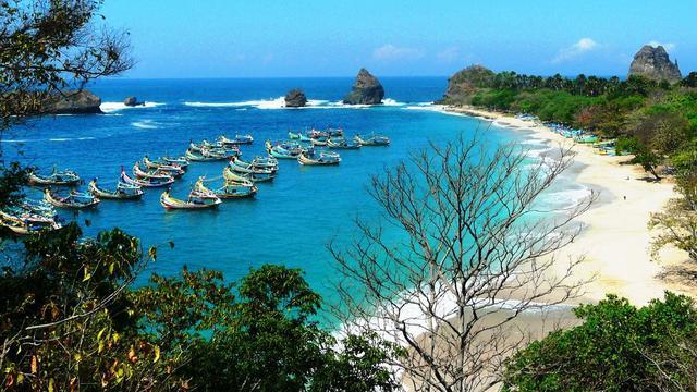 5 Wisata Pantai Populer Di Jember Yang Wajib Dikunjungi Instagramable Surabaya Liputan6 Com
