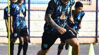5 Potret Ivan Carlos Saat Latihan Bersama Tim, Striker Persela Lamongan (sumber: Instagram/perselafc)