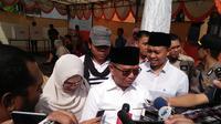Cagub Sulsel Agus Arifin Numang usai mencoblos di TPS 5, Jalan Pengayoman, Makassar, Sulsel, Rabu (26/6/2018). (Liputan6.com/Eka Hakim)
