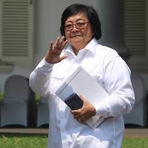 Menteri KLHK pada Kabinet Kerja Jilid I Siti Nurbaya tiba di Istana Negara, Jakarta, Selasa (22/10/2019). Siti Nurbaya datang memenuhi panggilan Presiden Joko Widodo terkait penetapan Calon Menteri Kabinet Kerja Jilid 2. (Liputan6.com/Angga Yuniar)