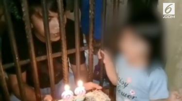 Sebuah video viral di media sosial, menunjukkan seorang anak beri kejutan pada sang ayah yang tengah berulang tahun di penjara.