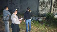 Penemuan jasad perempuan dekat kantor PWNU Jatim. (Dian Kurniawan/Liputan6.com)