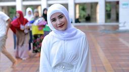 Malah gadis kelahiran 15 Oktober 1996 ini yang menyiapkan budget khusus untuk dibagikan pada sanak saudara dan kerabat saat momen lebaran tiba. (Deki Prayoga/Bintang.com)