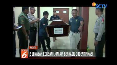 Tiga jenazah korban Lion Air JT 610 diserahkan pada keluarga pada Minggu (4/11) usai berhasil diidentifikasi.