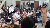 Wali Kota Medan, Bobby Nasution, melayat ke rumah duka Shaula Arindianti, istri Wakil Wali Kota Medan, Aulia Rachman, yang meninggal dunia