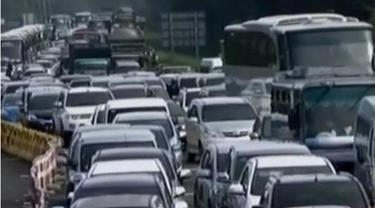 Diperkirakan kepadatan kendaraan di jalur puncak akan terjadi hingga hari Senin kedepan bersamaan dengan usai libur panjang Imlek.