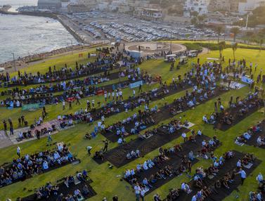 FOTO: Salat Idul Adha di Kota Campuran Yahudi - Arab