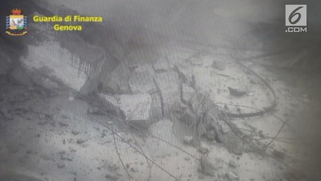 Polisi Italia merilis rekaman CCTV detik-detik ambruknya jembatan Genoa. Rekaman itu menunjukkan runtuhnya jalan layang itu dari ber