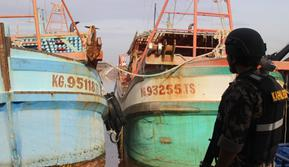 Kementerian Kelautan dan Perikanan (KKP) menangkap tujuh kapal asing yang berlayar mencari ikan di perairan Indonesia. (Foto: Liputan6.com/Aceng Mukaram)