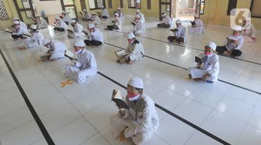Para Santri Ikuti Khatam Al Quran Saat Pandemi