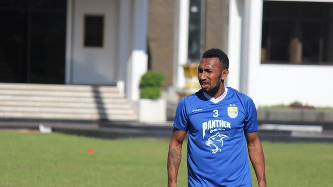Mantan pemain Sriwijaya FC, Patrich Wanggai, dikabarkan segera resmi menjadi pemain Persib Bandung. (Bola.com/Erwin Snaz)