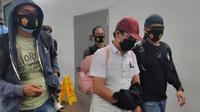 Tersangka kasus pelecehan seksual, pemerasan dan penipuan penumpang di Terminal 3 Bandara Internasional Soekarno Hatta, EFY. (Liputan6.com/Pramita Tristiawati)