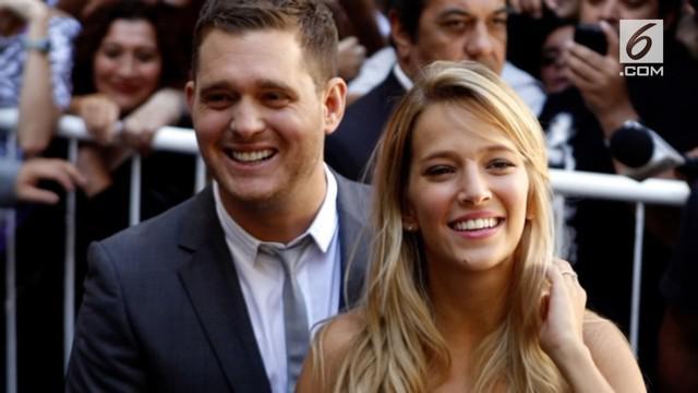Michael Buble dan istri menyambut kelahiran anak perempuannya rabu lalu.