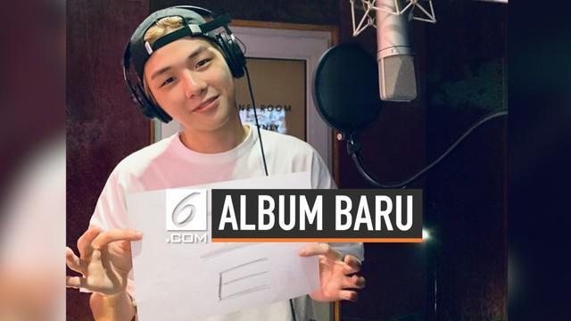 Penyanyi Kang Daniel unggah dua foto yang diduga menyangkut nasib album terbarunya. Apa foto-foto yang ia unggah?