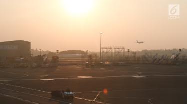 Aktivitas di Bandara Internasional Soekarno Hatta, Tangerang, Banten, Selasa (25/9). Bandara Internasional Soekarno-Hatta masuk dalam tiga kategori pemeringkatan versi Megahubs International Index 2018 OAG. (Liputan6.com/Immanuel Antonius)