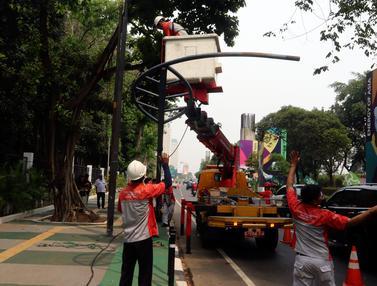 Halangi Jalur Sepeda, Tiang Lampu di Kawasan GBK Dicabut