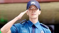 Selama menjalani wajib militer Donghae Super Junior mengaku dihibur oleh dua girlband ini.