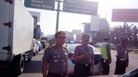 Polresta Bandara Soekarno Hatta (Soetta) menjamin keamanan dan keselamatan para sopir taksi yang masih beroperasi di tengah unjuk rasa. (Liputan6.com/Pramita Tristiawati)