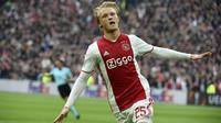 5. Kasper Dolberg (Ajax) - Bila ingin mendatangkan striker berbakat namun harga tidak mahal, bomber asal Denmark ini adalah solusinya. Wonderkid yang musim lalu mencetak 23 gol itu dibanderol sekitar 18 juta poundsterling. (AFP/Jean-Philippe Ksiazek)