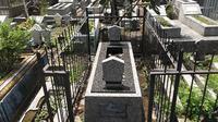 Makam yang diduga menjadi tempat peristirahatan terakhir diktator Nazi Hitler di Surabaya, Jawa Timur (Liputan6.com/Dian Kurniawan)