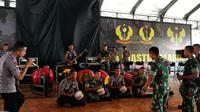 Brimob Polda Banten dan Kopassus TNI latihan marawis. (foto: dokumentasi Polda Banten)
