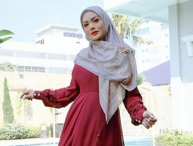 FOTO: Gaya Krisdayanti saat Pakai Hijab, Menawan