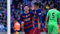 Para pemain Barcelona merayakan gol ke gawang Getafe pada laga La Liga di Camp Nou, Sabtu (12/3/2016) malam WIB. (AFP/Lluis Gene)